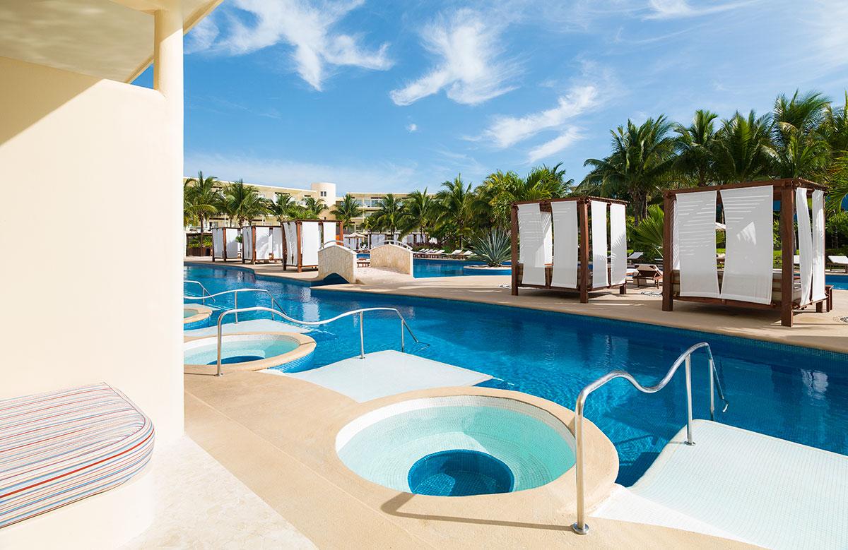 Premium Jacuzzi Swim Up Suite