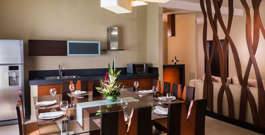 Connoisseur Oceanfront Two-Bedroom Swim-up Jacuzzi Suite