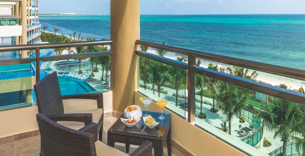 Oceanfront One-Bedroom Jacuzzi Suite