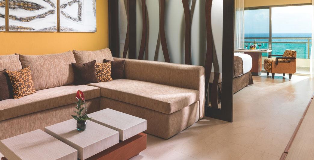 Oceanfront One-Bedroom Swim-up Jacuzzi Suite