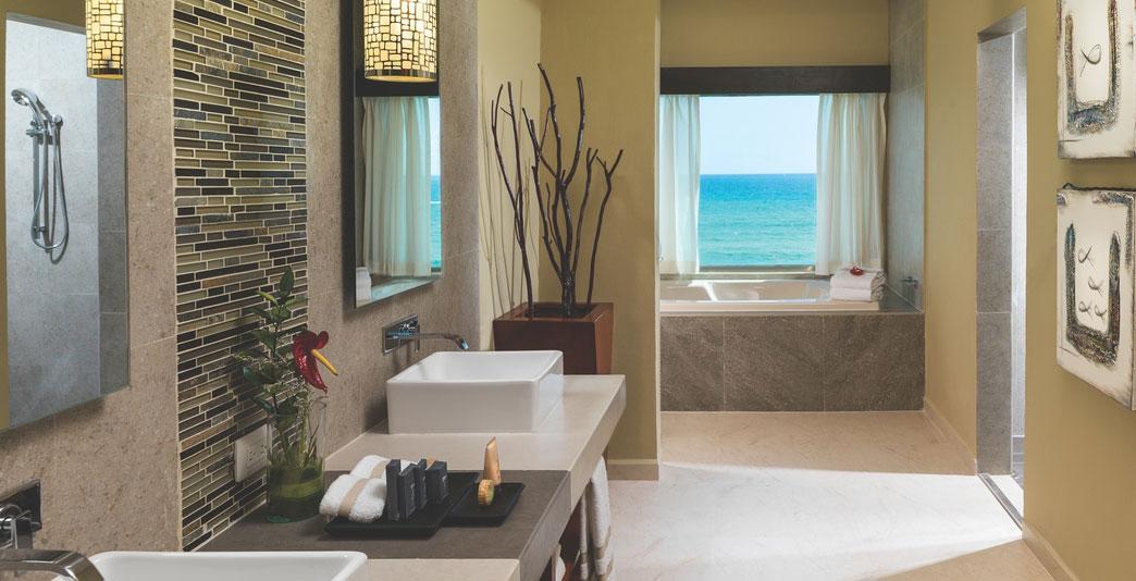 Oceanfront Three-Bedroom Pool Swim-up Jacuzzi Suite