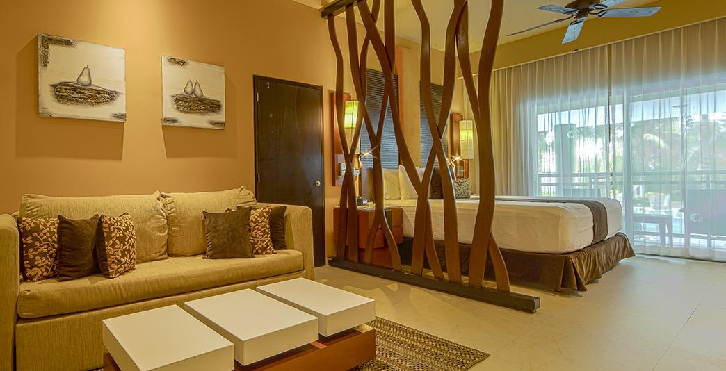 Oceanfront Luxury Jacuzzi Suite